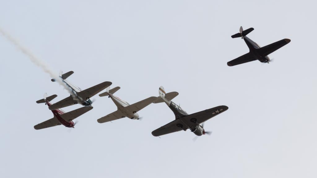 P-40N5 Warhawk + Swift CG-1B - Patrouille Swift