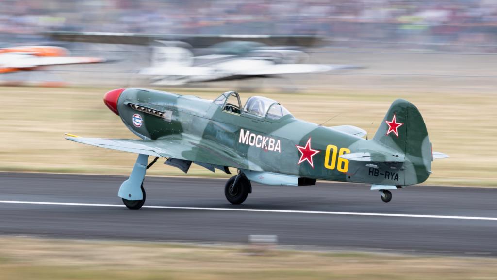 Yak-9 UM